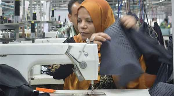 Egypt-Egyptians earn a monthly average of between $100 and $113 in the garment sector (MEE/Paul Cochrane)