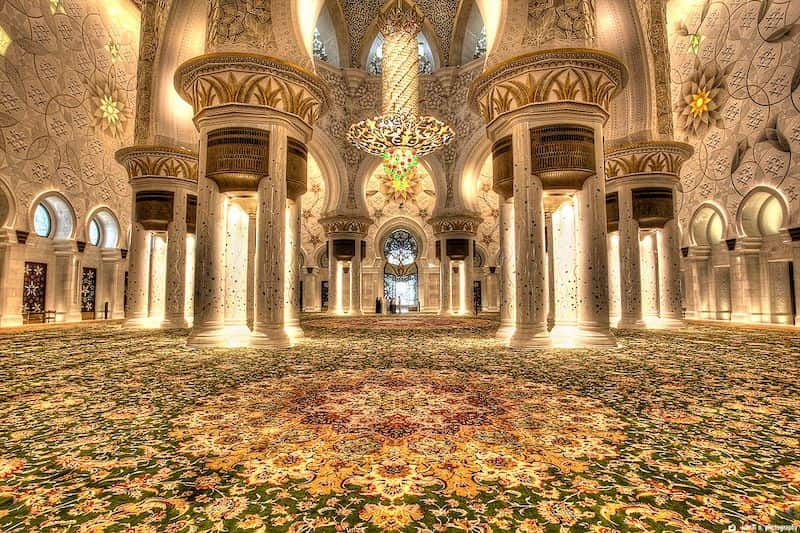 Abu Dhabi biggest carpet in the world - middle east textile journal-min