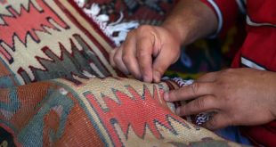 What's in a kilim-History and motifs