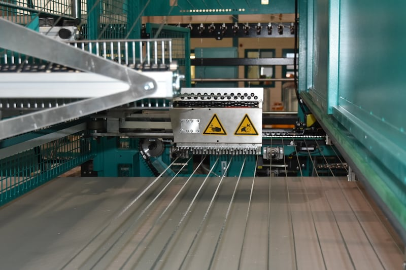 System for laying weft yarns on the BIAXTRONIC® CO